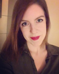 Noemi Tizdes : Receptionist
